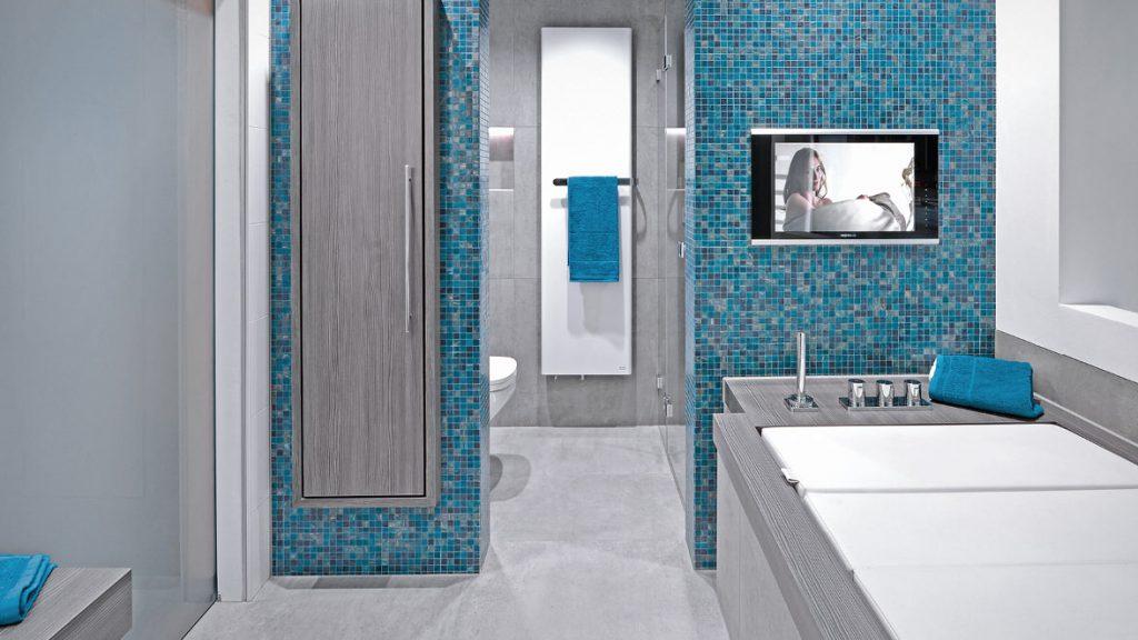 In einem integralen Bad können Sie gemütlich in der Badewanne Ihren Lieblingsfilm anschauen.